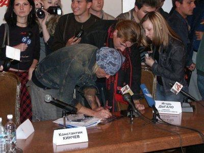 2 октября 2003 - Пресс-конференция к выходу альбома «Сейчас позднее, чем ты думаешь» - участвуют К.Кинчев, о.Андрей (Кураев), Игорь Дыгало