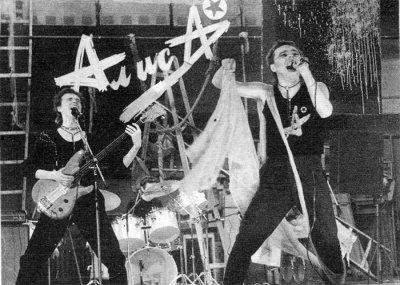 20 ноября 1986 - На концерте в Рок-клубе АлисА в первый раз представила свой логотип работы Андрея Столыпина и Олега Горбачёва