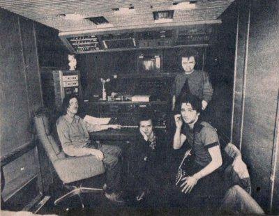 14 мая 1987 - В пос. Шушары (под Ленинградом) с помощью передвижной студии «Тонваген» (фирма «Мелодия») записан альбом «БлокАда»