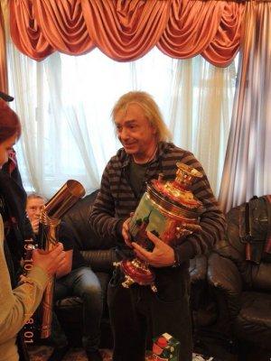 19 октября 2013 - В Туле Кинчеву подарили самовар