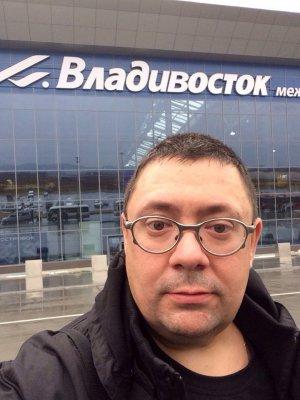 7 ноября 2013 - В день рождения Дмитрия Парфёнова (Ослик) Группа прибыла во Владивосток
