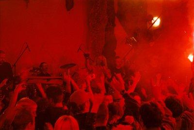 """9 сентября 2003 - В клубе """"Старый Дом"""" (Санкт-Петербург) снимаются сцены со зрителями для клипа «Небо славян»"""