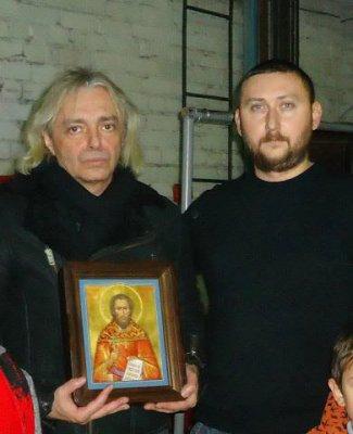 8 декабря 2013 - После концерта в Волгограде К.Кинчеву была преподнесена в дар писанная икона священномученика Николая Попова пресвитера