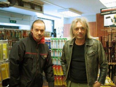 14 апреля 2004 - П.Самойлов и К.Кинчев в рыболовном магазине в Хельсинки (Финляндия)