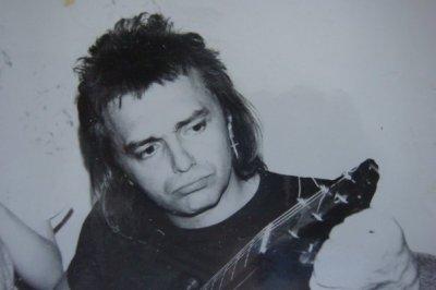 май 1990 - В гостях у Д.Ревякина К.Кинчев под гитару исполняет песни «Жги-гуляй» и «Танцевать»