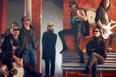 """30 апреля 1992 - К.Кинчев и И.Чумычкин приняли участие в съёмках видеоклипа «Всё это рок-н-ролл» вместе с группой """"Бригада С"""""""