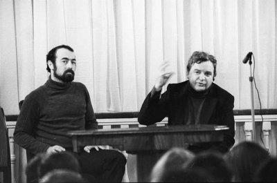 октябрь 1985 - Концерт - Ленинград - К.Кинчев в Театральном музее на площади Островского