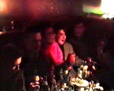 """октябрь 1987 - Группа """"Алиса"""" в пивном ресторане """"Белая лошадь"""" (Ленинград) поёт застольную песню """"За пивом"""""""