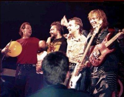 декабрь 1989 - Франция - Было сыграно 19 концертов