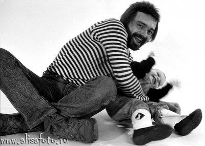 9 января 1990 - В студии Мраморного дворца (Ленинград) фотограф В.Потапов снимает семью Панфиловых