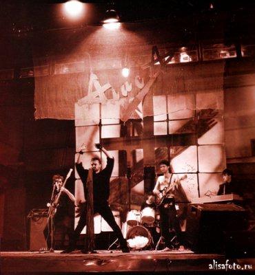 4 августа 1987 - Выступление в Рок-клубе снималось компанией MTV